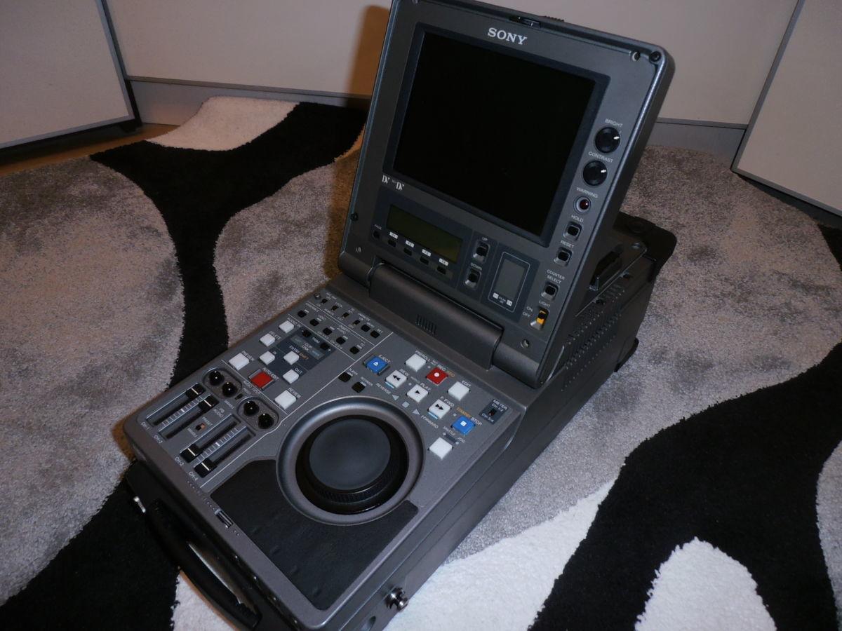 Портативный монтажный видеорекордер DVCAM, DV, Mini DV Sony DSR-70P