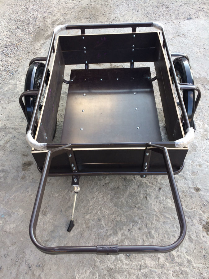 Прицеп грузовой для скутера или мопеда.