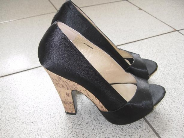 Продам атласные туфли с открытым носком  250 грн. - Туфли Харьков ... d59c38a4808