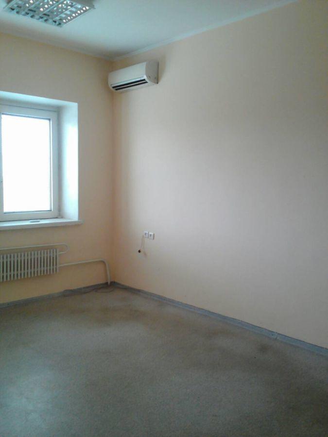Недорого сдам уютный офис в центре. 36 м.кв. Две комнаты.