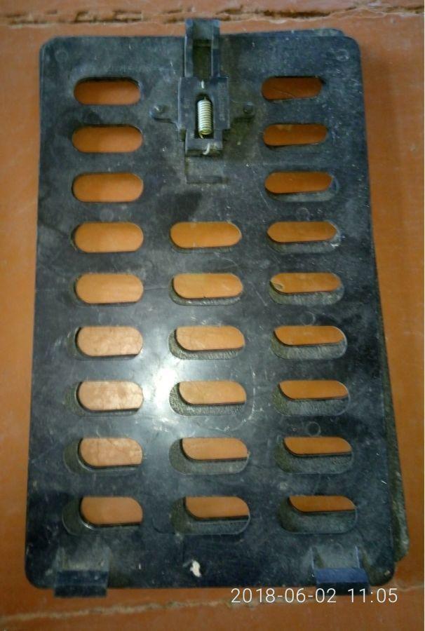 Решетка воздушная багажника М2141