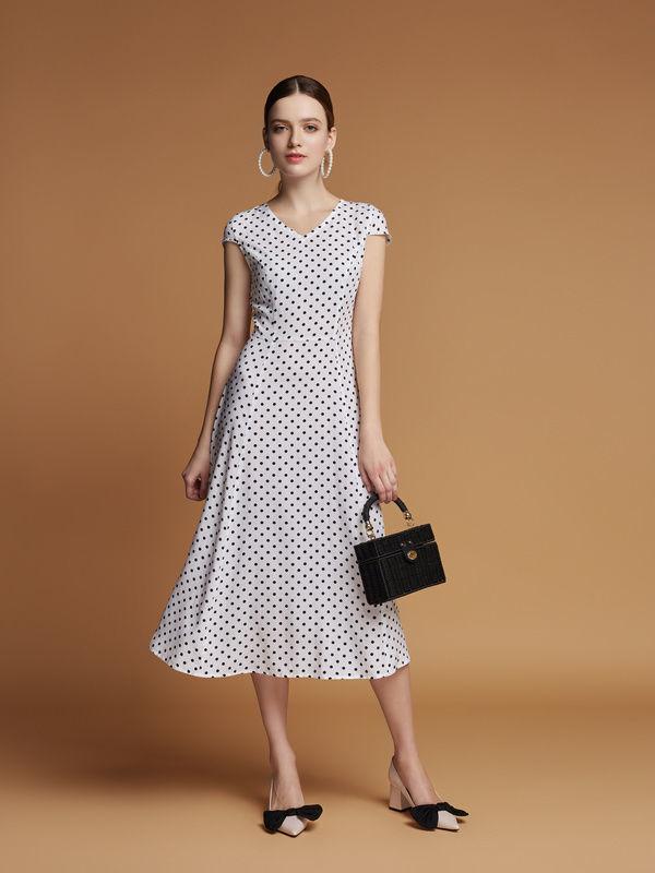 7340030c28c5256 Купити зараз - Плаття міді біле в горошок: 1 350 грн. - Сукні ...