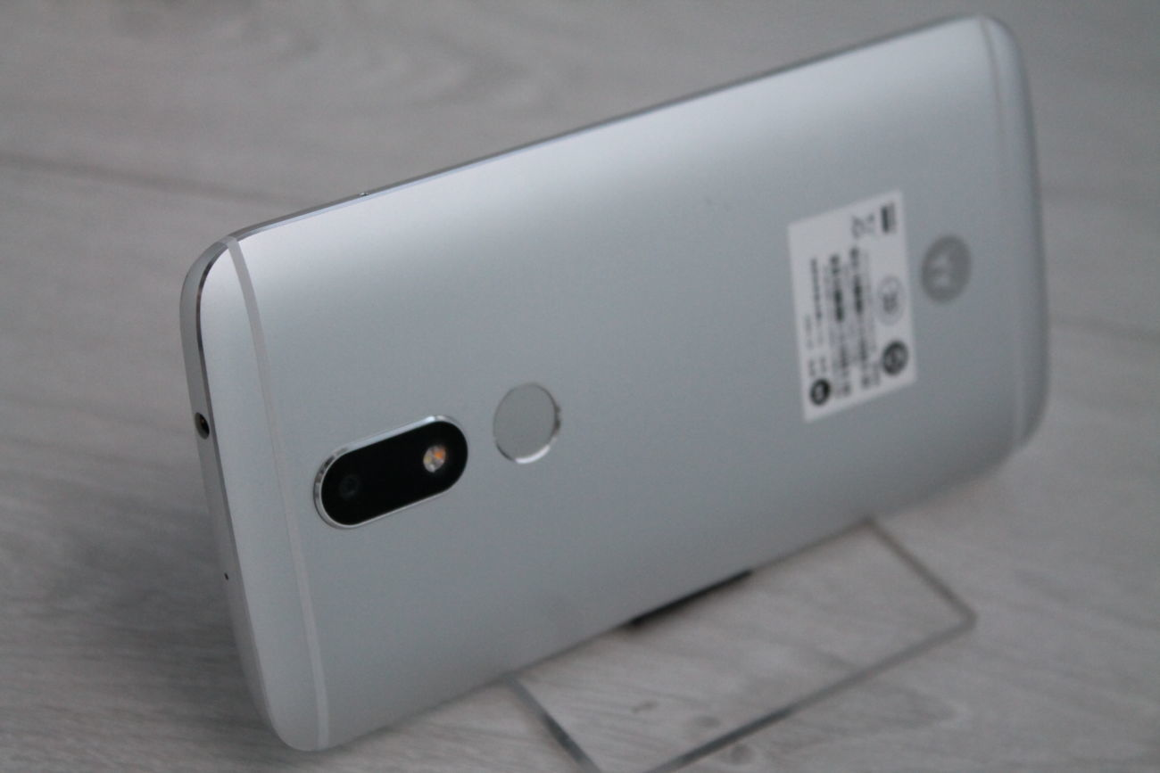 Motorola Moto M XT1662 Helio P15/4Gb/32Gb/8+16 Mpx смартфон (Lenovo)