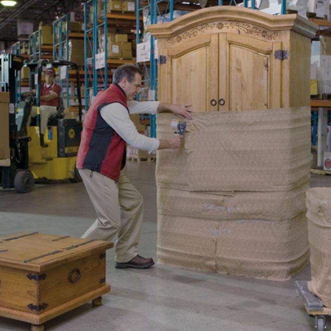 На склад мебели в Германии требуются упаковщики