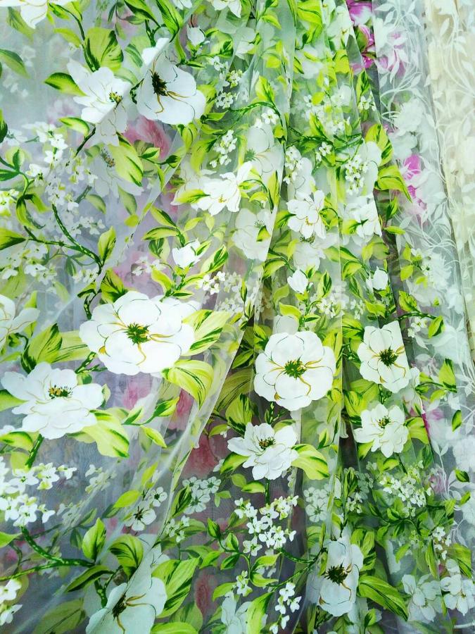 Занавіска з квітами.
