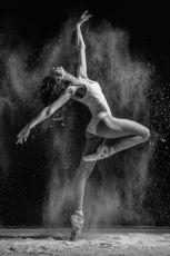 Танцовщица в арт-клуб