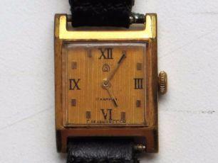Женские позолоченные механические часы Заря 17 камней СССР.