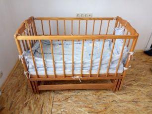 Дерев'яне дитяче ліжечко кроватка 125*66*90 з комплектом