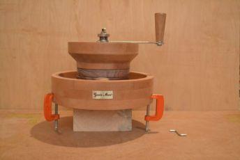 Ручная мельница для муки