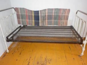 Металлическая кровать с панцирной сеткой