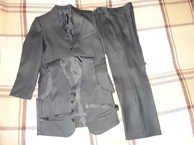 Продам костюм тройка для мальчика в отличном состоянии