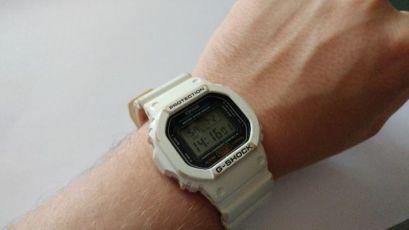 Часы Casio G-Shock DW-5600 - оригинал, белые