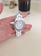 Часы на руку женские Rosra Quartz белые с камнями