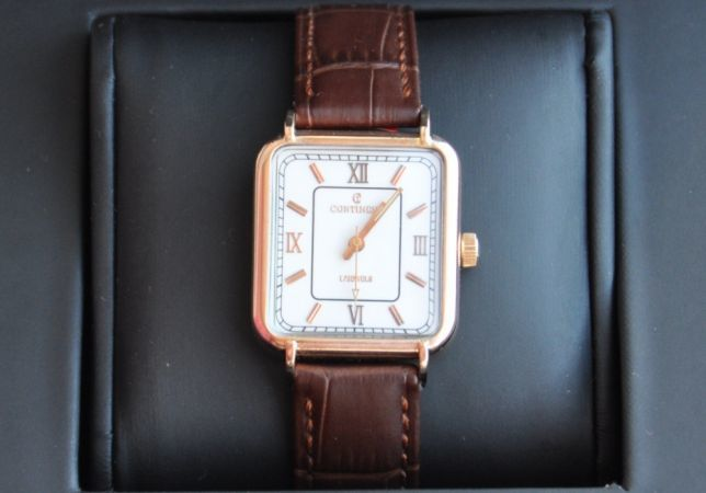 Мужские золотые часы на кожаных ремешках