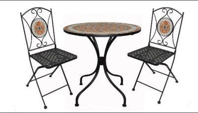 Квадратный стол и три складных стула из металла и мозаики из плитки