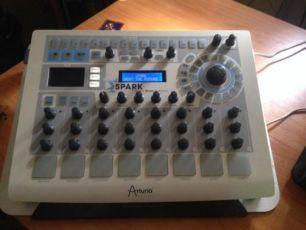 Гибридная драм машина Arturia SPARK Creative Drum Machine