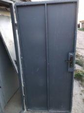 Двери входные б/у металлические из новостроя