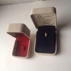 Бархатная коробочка для кольца и цепочки Шкатулка Футляр Коробка