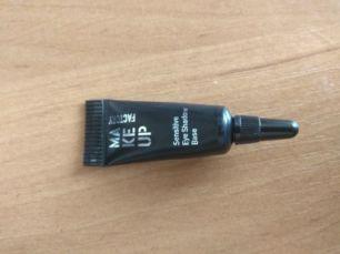 База(основа) под тени Make Up Factory Sensitive Eye Shadow Base.