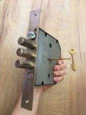 Замок врезной от входной двери Эльбор,3 ключа