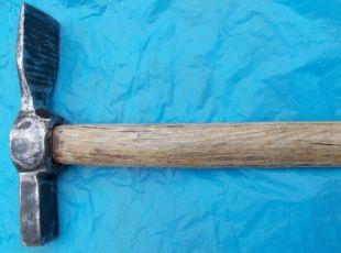 молоток каменщика кованый (кирка),сделан в СССР