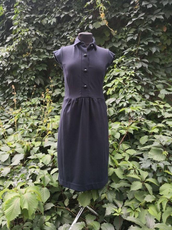 Платье Prada, оригинал, плотный трикотаж, цвет - темно / синий.