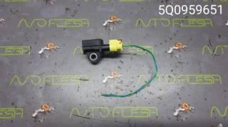 Б/у датчик airbag/ датчик удара 5Q0959651 для Volkswagen Golf 7