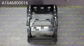 Б/у кронштейн крепления/ рамка магнитолы A1646800016 Mercedes ML-Class