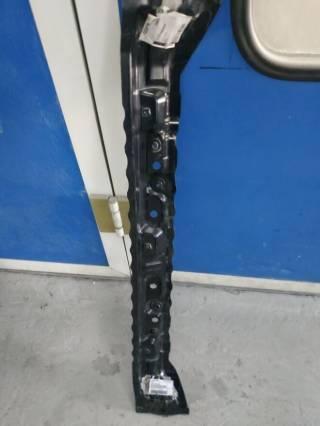 Усилитель панели радиатора Subaru WRX