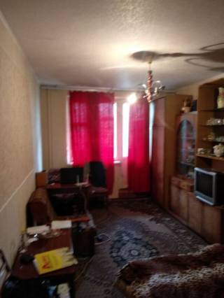 Продам 1 комнатную возле Индустриальной 4