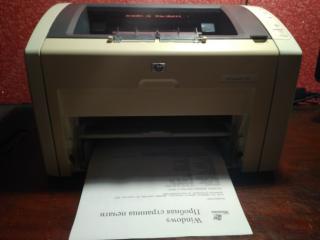Лазерный принтер HP LaserJet 1022 3