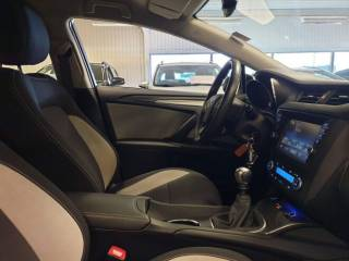 Toyota Avensis 1.8 VVT-i TS Active 9