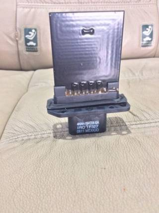 Nissan Pathfinder Armada Infiniti QX56 резистор отопителя 27150-7S000