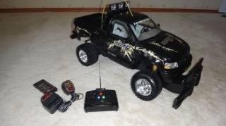 Продам ОГРОМНЫЙ ФОРД F150 THUNDER (73 см) на радиоуправлении