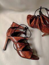 Шкіряні босоніжки зі зміїним принтом Andre