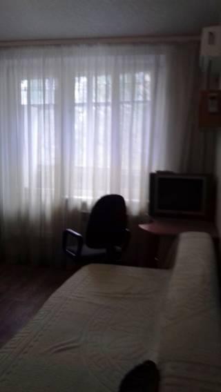 Сдам 1 ком. кв-ру с мебелью в центре Чугуева