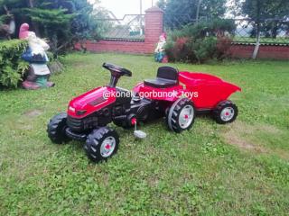 Трактор педальний (дитячий)