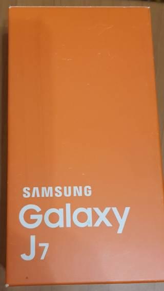 Смартфон Samsung Galaxy J7 2
