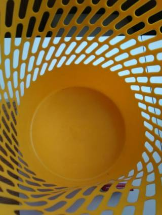 Ведро желтого цвета для бумаги или вещей подставка 4