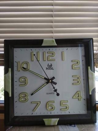 Большие настенные часы цифры и стрелки светятся ночью Pearl 6