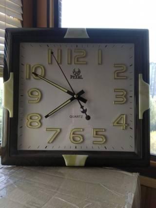 Большие настенные часы цифры и стрелки светятся ночью Pearl 5