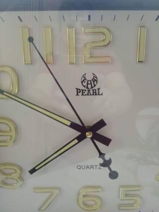 Большие настенные часы цифры и стрелки светятся ночью Pearl