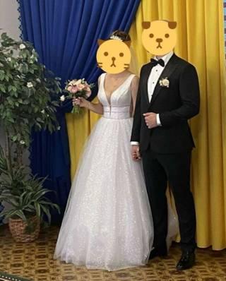 Свадебное платье из ткани с глиттером. В подарок свадебные туфли!!! 2