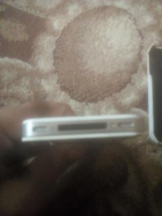 Айфон робочий но нужно помяняти батерею чехол кожаный коробка 4