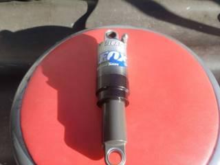 Продам воздушно масляный амортизатор Fox Float rasing Shox 5