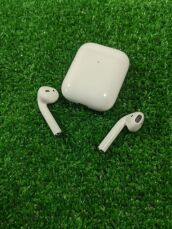 Apple AirPods 2 with Charging 3