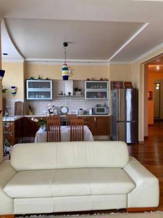 Срочно продам квартиру возле парка Победы 5