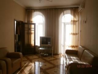 Долгосрочно, Екатериненская/Дерибасовская, 2 спальни и кухня-гостиная. 2