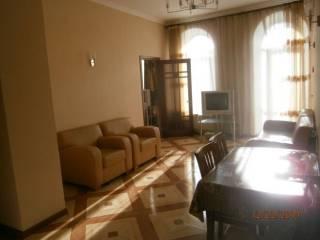 Долгосрочно, Екатериненская/Дерибасовская, 2 спальни и кухня-гостиная.