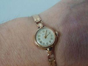 Продаю женские золотые часы